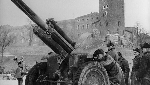 Jednostka haubic artyleryjskich porucznika A. Kuzniecowa walczy pod murami Zamku Królewskiego w Krakowie - Sputnik Polska