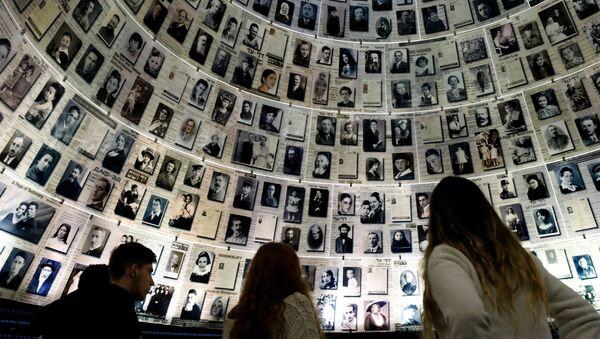 Sala Imion Milionów Ofiar Holokaustu w Centrum Pamięci Jad Waszem w Jerozolimie - Sputnik Polska