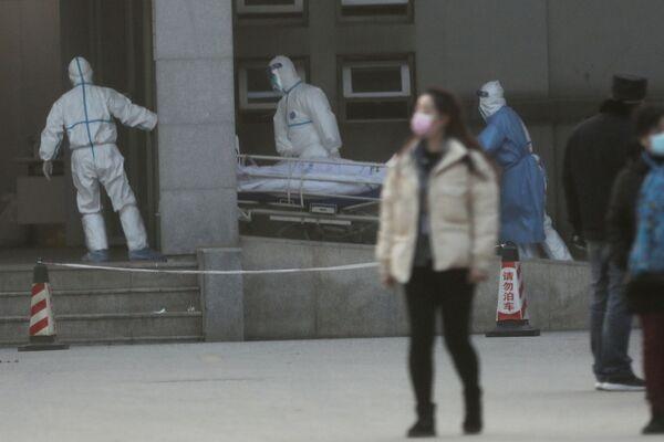 Hospitalizacja pacjenta, zarażonego koronawirusem nowego typu - Sputnik Polska