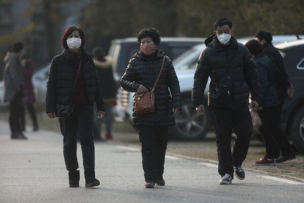 Ludzie w maskach - Sputnik Polska