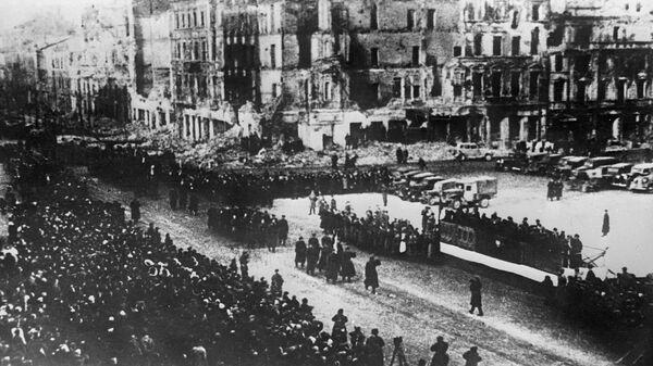 Военный парад в освобожденной от фашистской оккупации Варшаве - Sputnik Polska