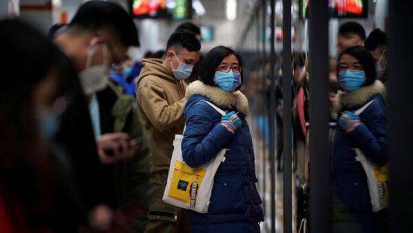 Ludzie w maskach w Szanghaju - Sputnik Polska