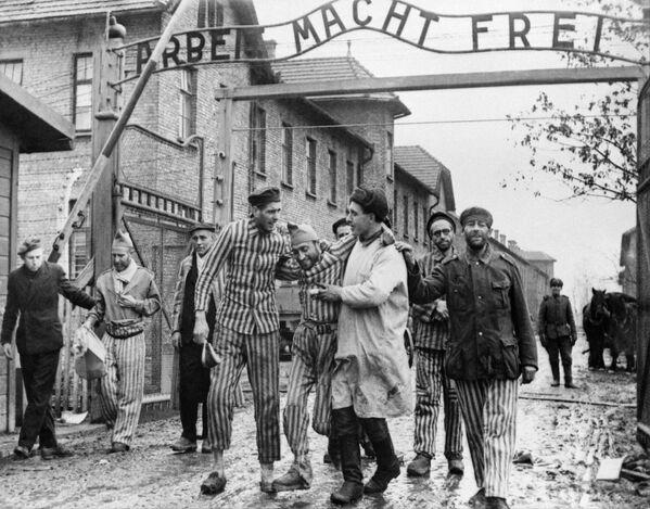 Wyzwolenie więźniów Auschwitz przez wojska radzieckie - Sputnik Polska