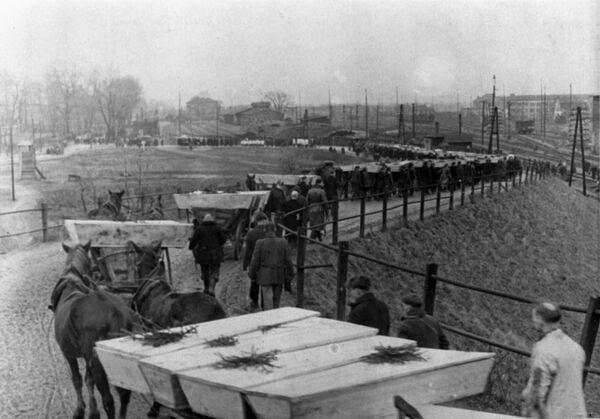 Pogrzeb więźniów Auschwitz - Sputnik Polska
