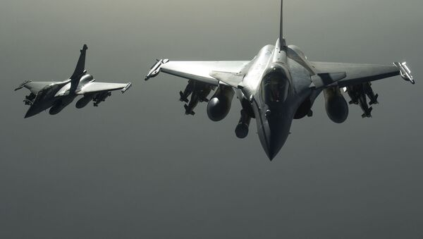 Wielozadaniowe samoloty myśliwskie Rafale francuskich sił powietrznych - Sputnik Polska