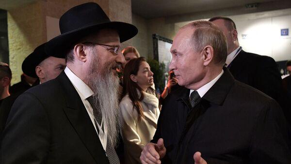 Prezydent Rosji Władimir Putin i naczelny rabbin Rosji Berl Lazar na terytorium Yad Vashem w Jerozolimie - Sputnik Polska