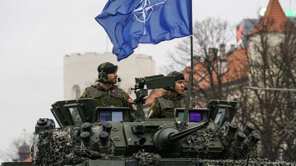 Kanadyjscy żołnierze na paradzie w Rydze z okazji Dnia Niepodległości Łotwy. - Sputnik Polska