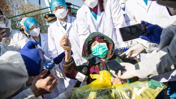 Pacjent, który wyzdrowiał po zakażeniu koronawirusem w Chinach - Sputnik Polska