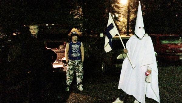 Grupa protestujących przeciwko imigrantom w fińskim mieście Lahti - Sputnik Polska