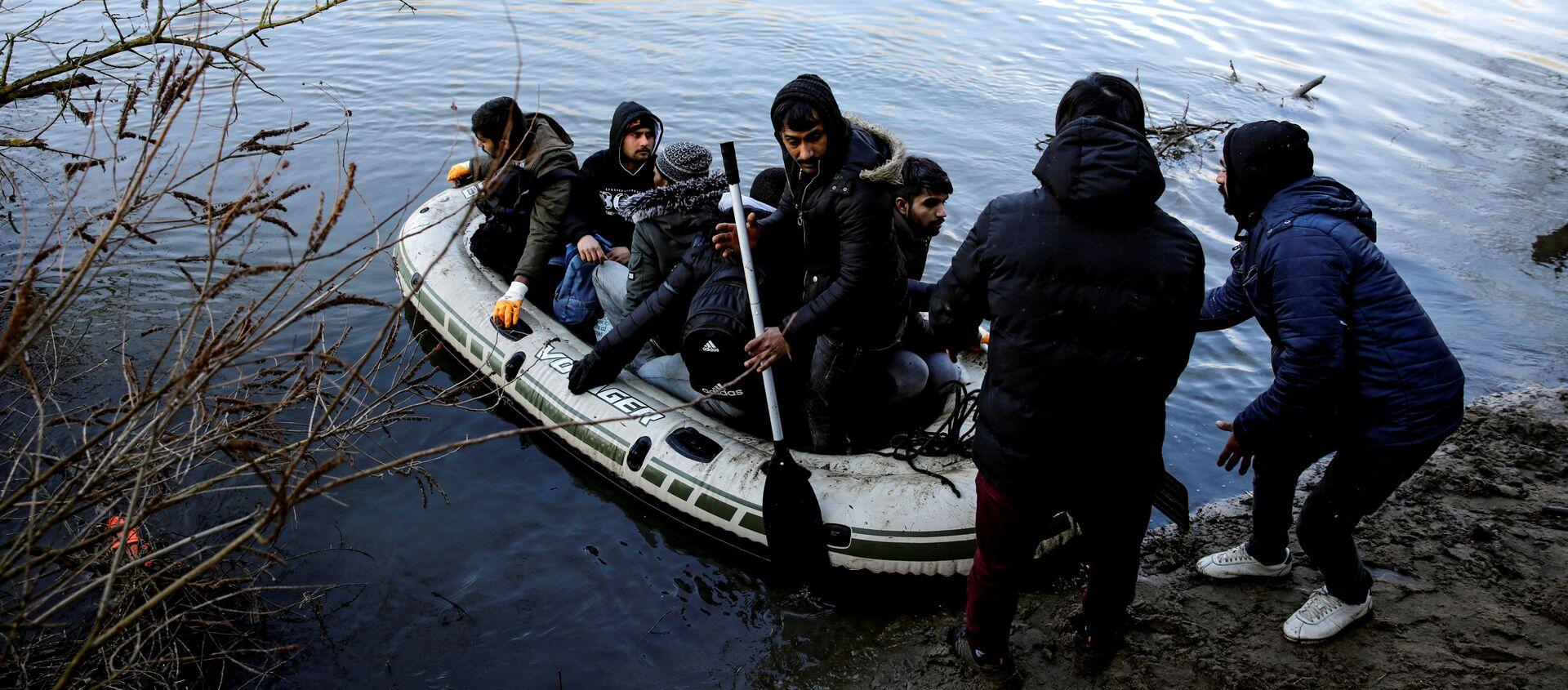 Uchodźcy w tureckiej prowincji Edirne, sąsiadującej z Grecją. - Sputnik Polska, 1920, 04.03.2020