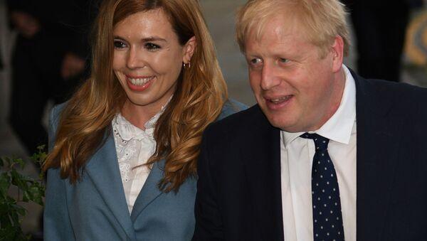 Boris Johnson i Carrie Symonds  - Sputnik Polska