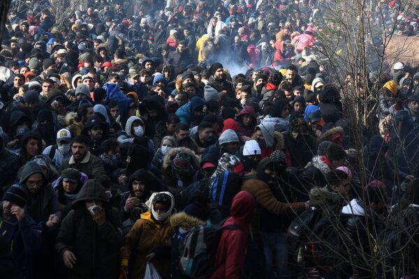 Uchodźcy na granicy Turcji i Grecji - Sputnik Polska