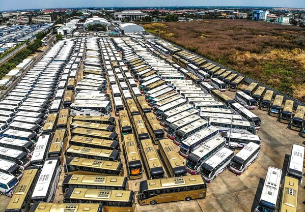 Parking autobusów turystycznych w Tajlandii - Sputnik Polska