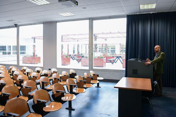 Pusta sala wykładowa w Mediolanie - Sputnik Polska