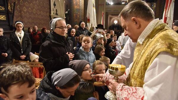 Msza w kościele katolickim - Sputnik Polska