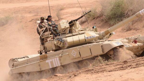 Czołg T-90 na indyjskich manewrach - Sputnik Polska