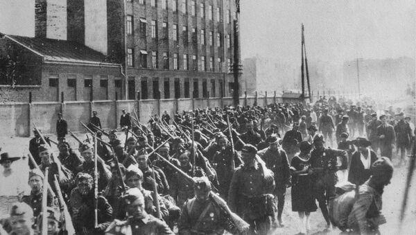 Ochotnicy na wojnę polsko-bolszewicką na ul. Białostockiej w Warszawie - Sputnik Polska