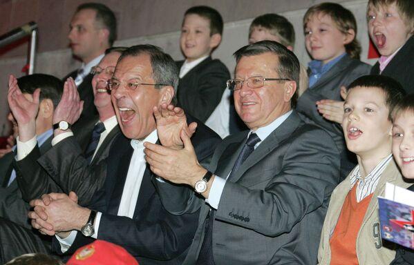 Siergiej Ławrow ogląda mecz hokeja - Sputnik Polska