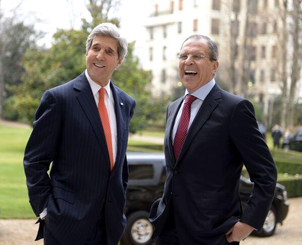 Były Senator Stanów Zjednoczonych John Kerry i Siergiej Ławrow - Sputnik Polska