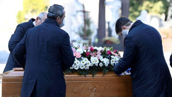 Pogrzeb w czasie epidemii koronawirusa - Sputnik Polska