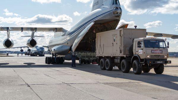 Ił-76 lecą do Włoch - Sputnik Polska