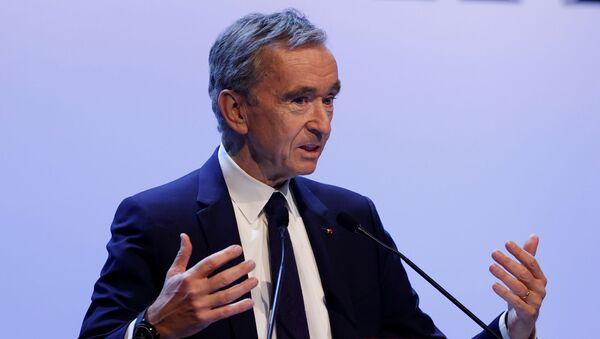 Francuski biznesmen, prezes grupy spółek Louis Vuitton Moët Hennessy Bernard Arnault w Paryżu - Sputnik Polska
