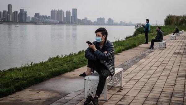 Mieszkańcy Wuhan po szczycie epidemii koronawirusa, 25 marca, 2020 rok - Sputnik Polska