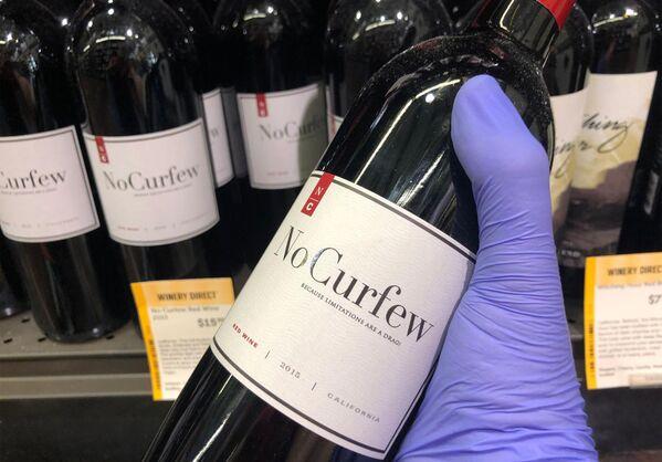 Wino Nie dla godziny policyjnej w sklepie Wine & More w South Beach w Miami - Sputnik Polska
