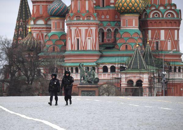 Funkcjonariusze policji na Placu Czerwonym - Sputnik Polska