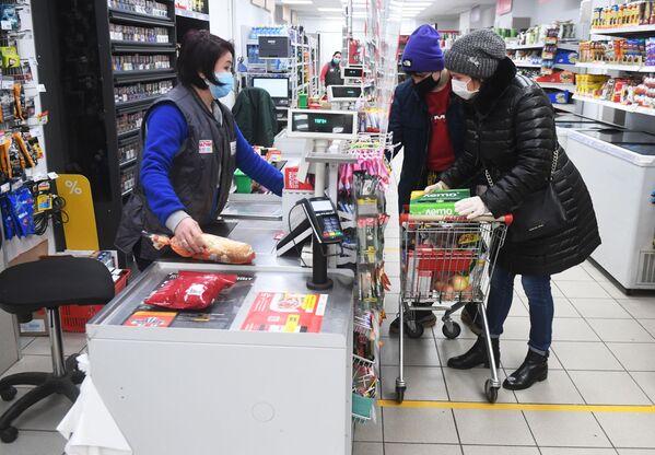 Zakupy w moskiewskim sklepie  - Sputnik Polska