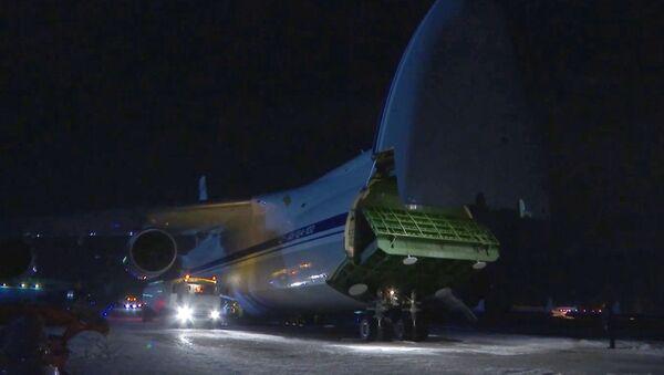 Samolot wojskowy AN-124-100 Rusłan ministerstwa obrony Rosji na lotnisku Czkałowskij - Sputnik Polska