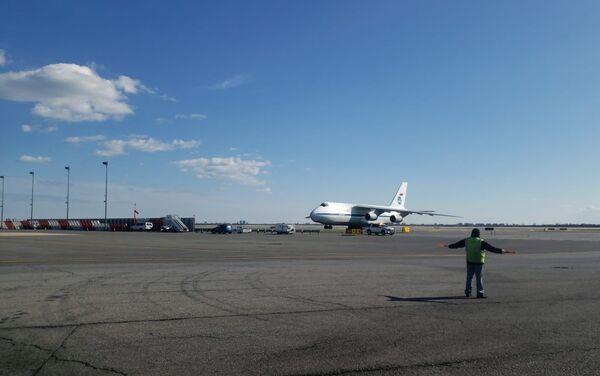 """Samolot Sił Powietrzno-Kosmicznych An-124-100 """"Rusłan"""" w USA, 01.04.2020 - Sputnik Polska"""