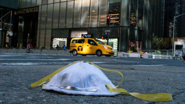 Maska ochronna na ulicy Nowego Jorku - Sputnik Polska