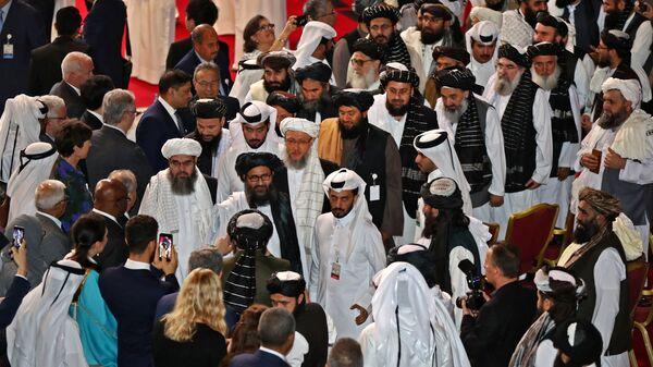 Talibowie na ceremonii podpisania porozumienia ze Stanami Zjednoczonymi w Katarze. - Sputnik Polska