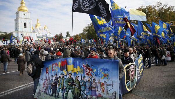 Członkowie radykalnych organizacji Prawy Sektor i Swoboda podczas pochodu w Kijowie z okazji Dnia Obrońcy Ukrainy - Sputnik Polska