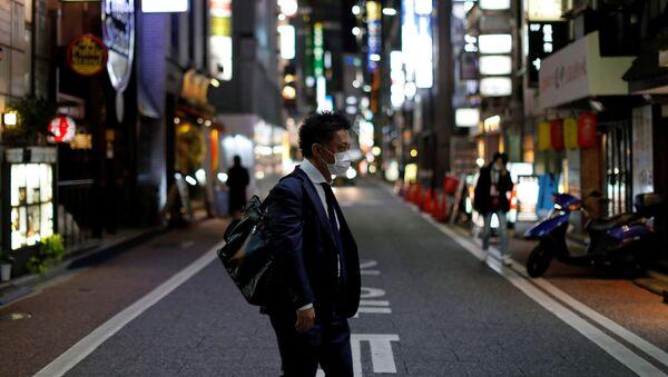 Mężczyzna w Tokio - Sputnik Polska