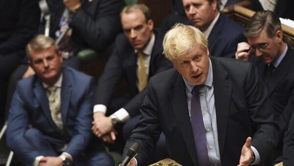 Premier Boris Johnson podczas przemówienia w parlamencie - Sputnik Polska