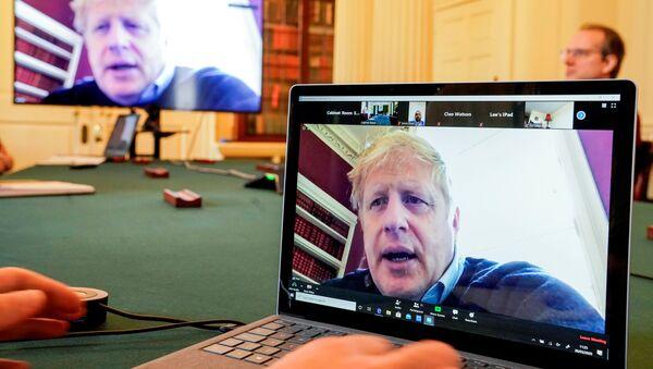 Boris Johnson w czasie kwarantanny - Sputnik Polska
