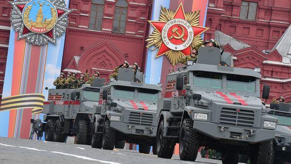 """Pojazdy opancerzone """"Tajfun-K"""" 4x4 i """"Tajfun-U"""" na paradzie wojskowej poświęconej 74. rocznicy Zwycięstwa w Wielkiej Wojnie Ojczyźnianej - Sputnik Polska"""