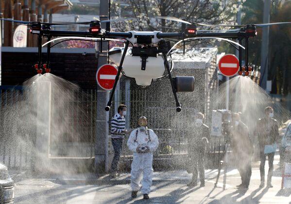 Dezynfekcja ulic dronem w Cannes - Sputnik Polska