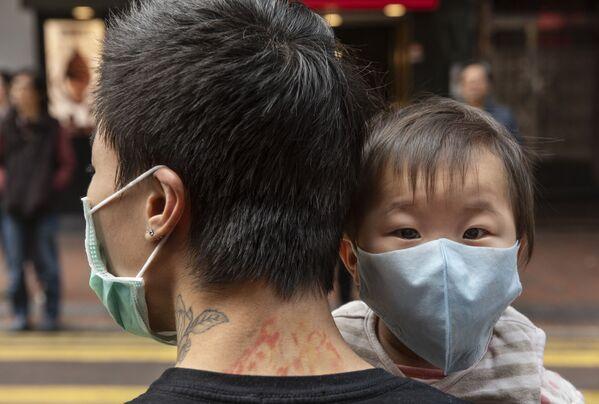 Dziecko w masce ochronnej, Hongkong  - Sputnik Polska