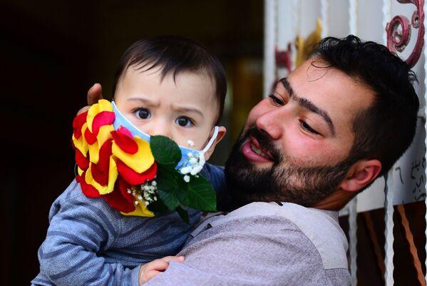 Dziecko w ładnej masce, Irak - Sputnik Polska