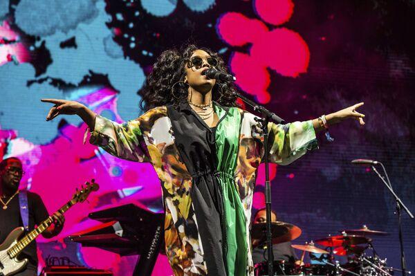 Występ piosenkarki H.E.R. podczas festiwalu Coachella Music & Arts w USA - Sputnik Polska
