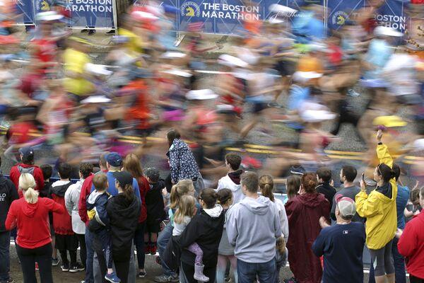 Kibice i uczestnicy maratonu w Bostonie, USA - Sputnik Polska