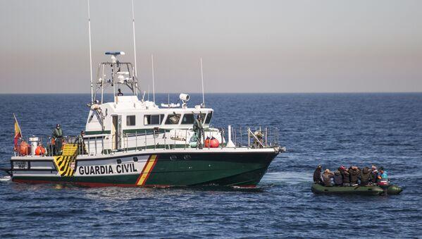 Zatrzymanie statku z nielegalnymi migrantami w Albanii  - Sputnik Polska