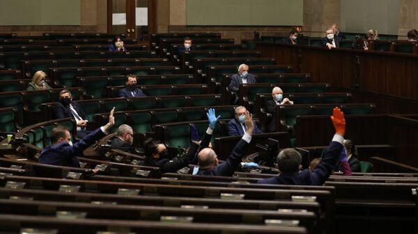 Głosowanie nad poprawkami do tarczy antykryzysowej, 16/17 kwietnia 2020 - Sputnik Polska