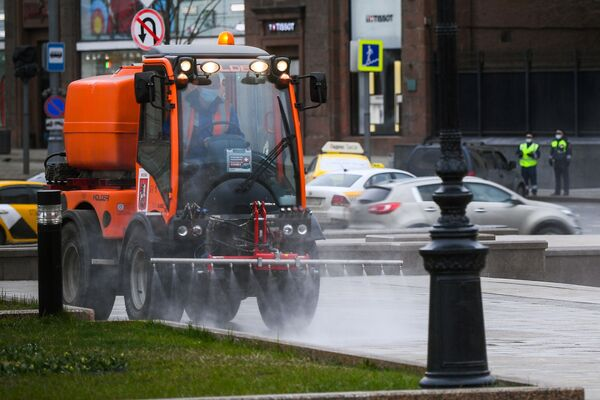 Dezynfekcja ulic w Moskwie - Sputnik Polska