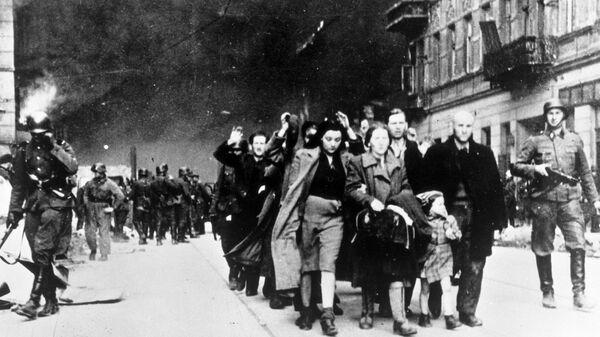 Żydzi eskortowani w drodze do obozu śmierci w Treblince,1942 - Sputnik Polska