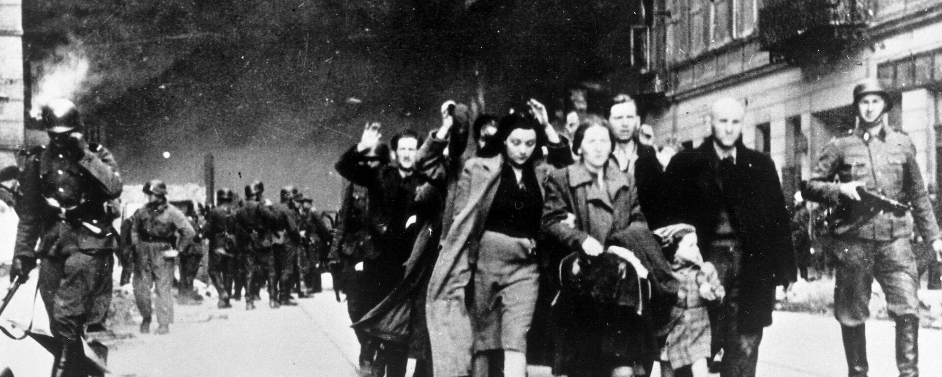 Żydzi eskortowani w drodze do obozu śmierci w Treblince,1942 - Sputnik Polska, 1920, 09.02.2021