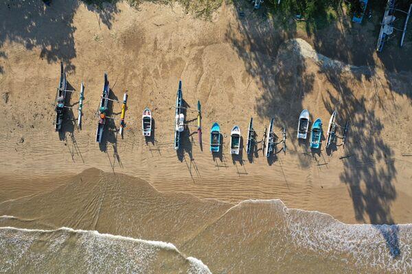 Pusta plaża Weligama, Sri Lanka - Sputnik Polska
